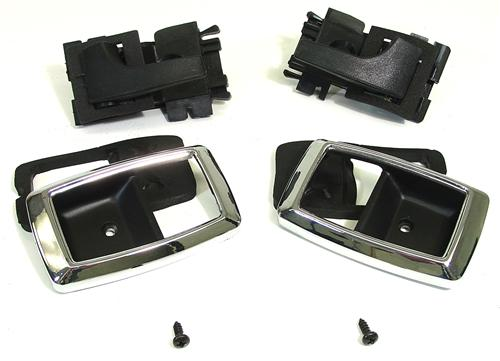 79-93 MUSTANG DELUXE INNER DOOR HANDLE AND BEZEL KIT BLACK WITH CHROME TRIMk